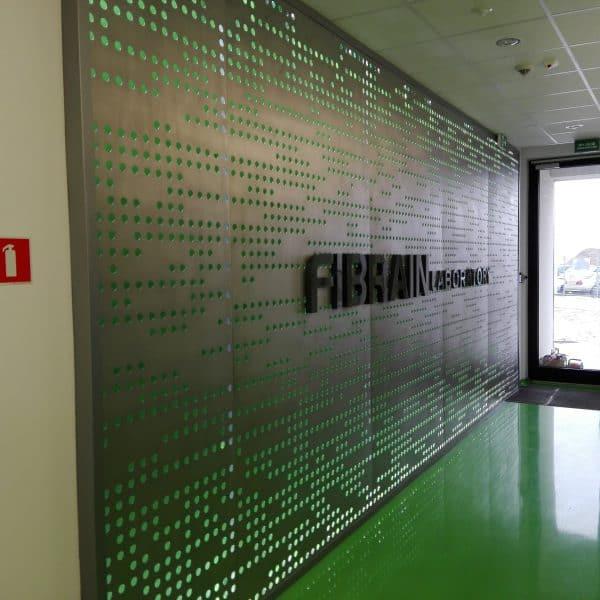 Realizacja ściana perforowana z oswietleniem Fibrain Rzeszow