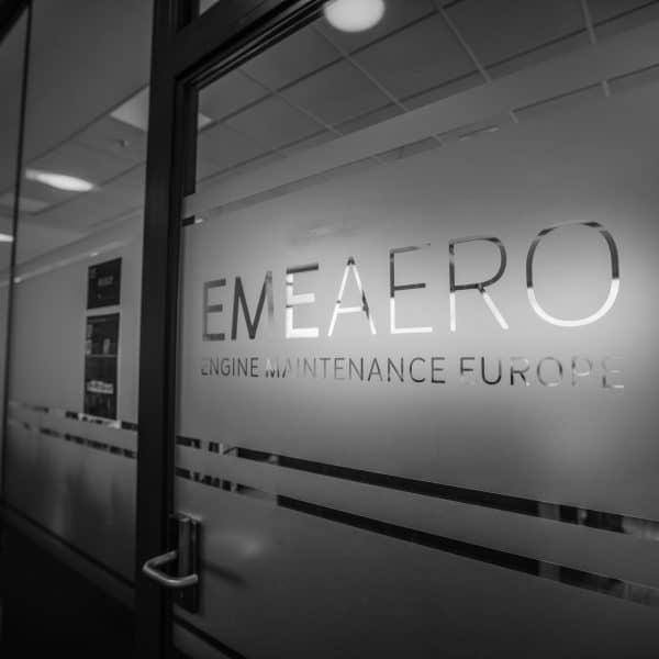 Oklejenie szyb folią szronioną EME Aero